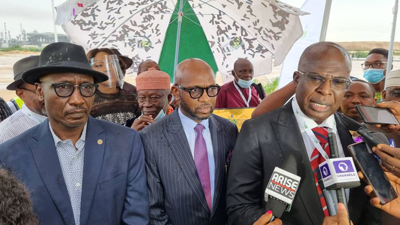 Buhari charges IOCs on gas exploitation as Train 7 commences