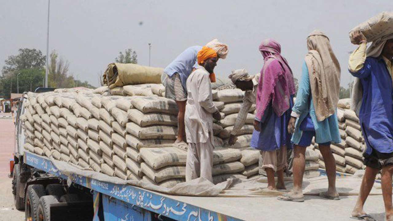 Builders, contractors jostle for ready-mix concrete as cement price rises
